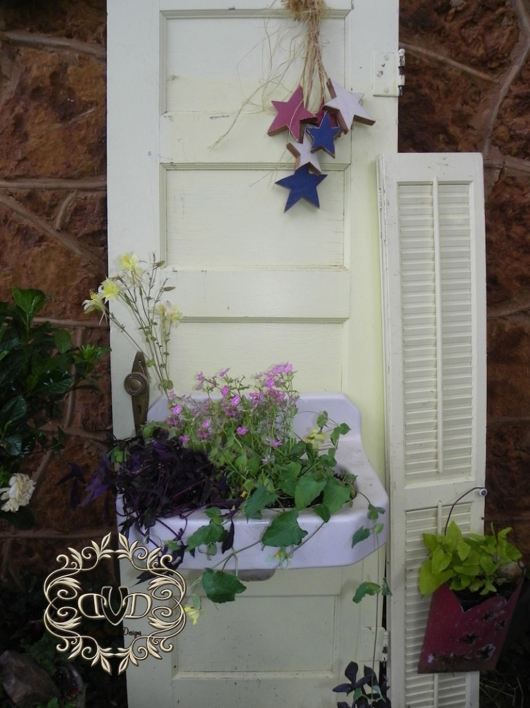 Do It Yourself Home Decorating Ideas: Door With A Planter Box Sink