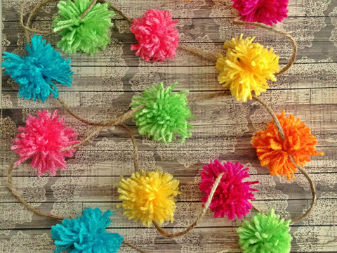 Pom-Pom Garland DIY: an easy tutorial using a kitchen serving fork!
