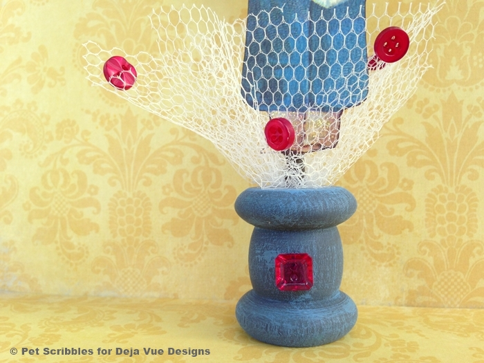 Valentine spool craft with buttons