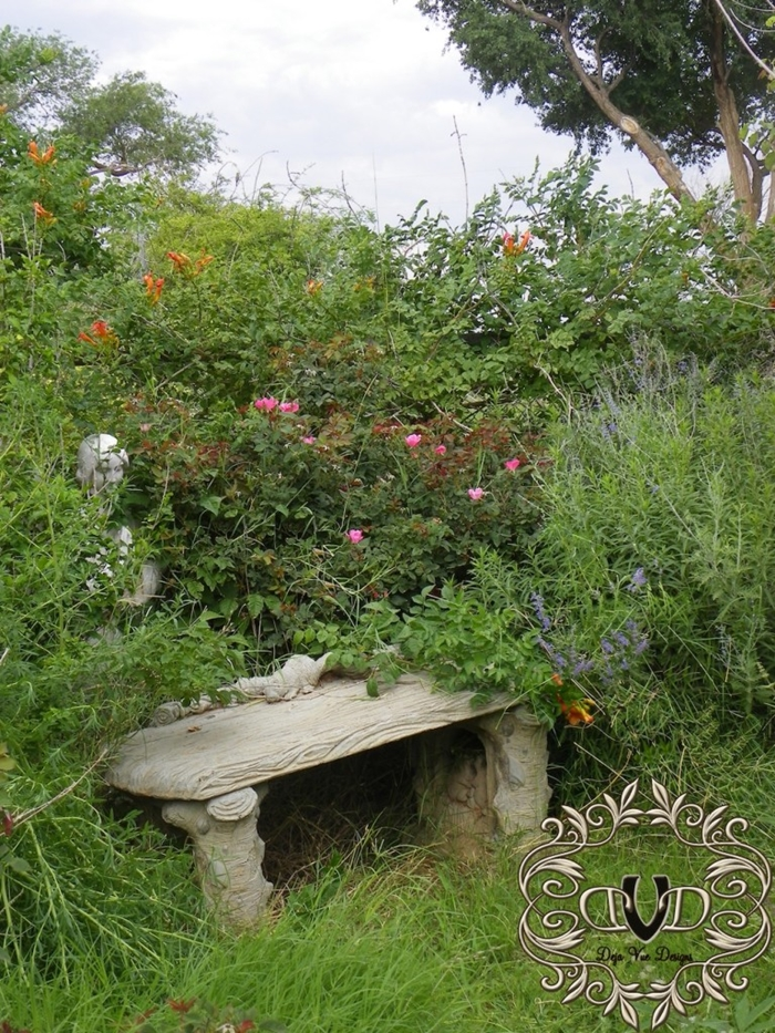 A country garden by Deja Vue Designs blog
